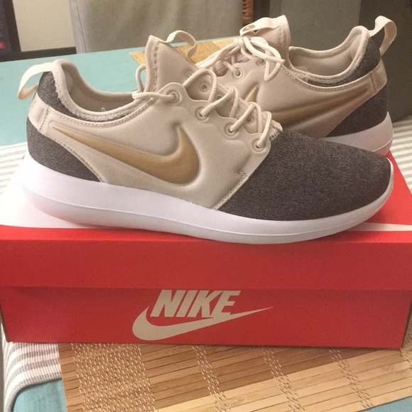 d260ae7c1dd5 Nike roshe two knit brand new with box!